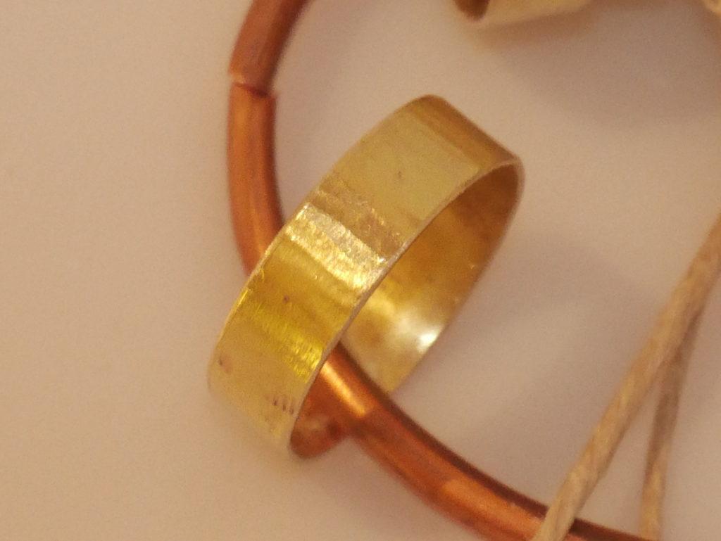 anneau texture martelée droit